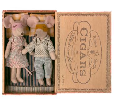 Mama i Tata w Pudełeczku - Mum & Dad Mice In Cigarbox - Maileg