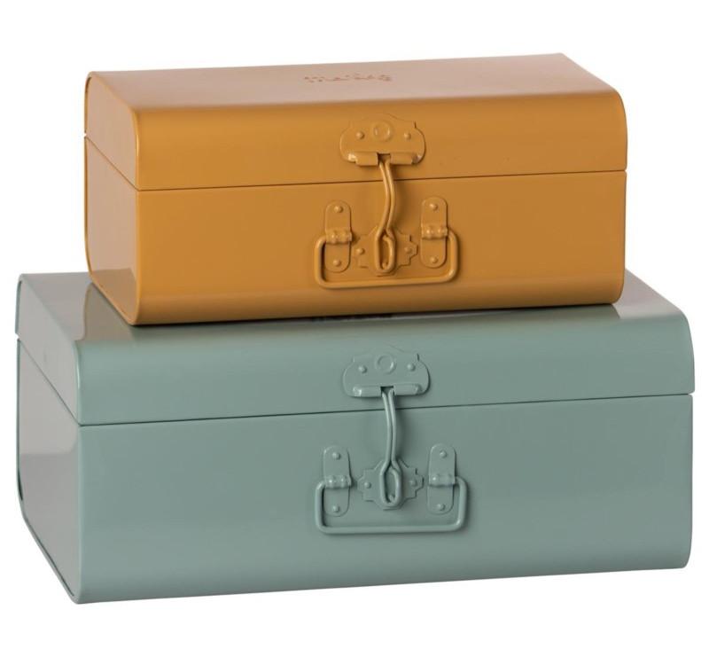 Zestaw Dwóch Metalowych Walizek - Blue /Ocher - Storage Suitcase Set - Maileg