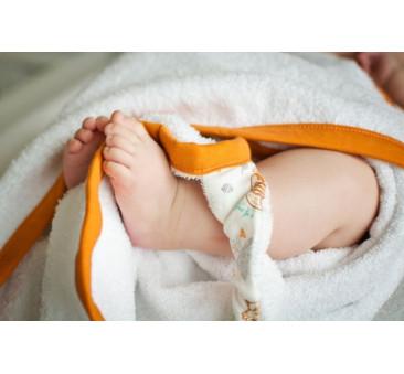 Ręcznik z kapturkiem (wzór: liski)